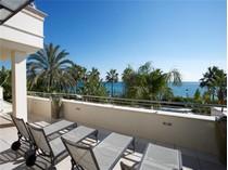 Apartamento for sales at A unique property in a privileged position.  Marbella, Costa Del Sol 29600 Espanha