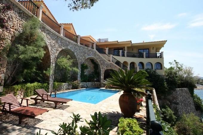 独户住宅 for sales at Frontline Villa with sea access in Bon Aire  Alcudia, 马洛卡 07410 西班牙