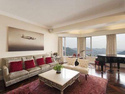 Appartamento for sales at La Hacienda - Apartment B The Peak, Hong Kong