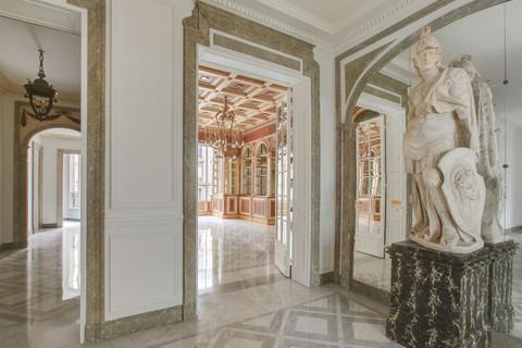 Apartment For At Avenue Montaigne Luxury Paris Ile De France