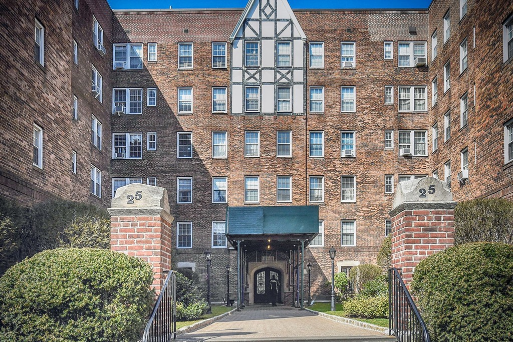 25 Parkview Avenue 5H Bronxville New York 10708 Co-op for Verkoop