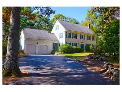 Einfamilienhaus for sales at 28 WALNUT STREET  Millis, Massachusetts 02054 Vereinigte Staaten
