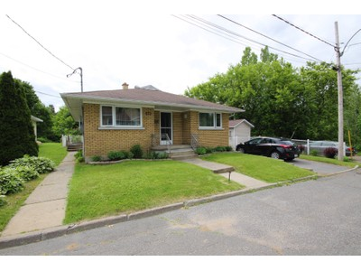 Bungalow for a-vendre at 535 12e Avenue  Grand-Mere, Quebec G9T 1N1 Canada