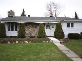 Unifamiliale for a-vendre at 1070 Rue Verchères  Saint Bruno De Montarville, Québec J3V 3M8 Canada