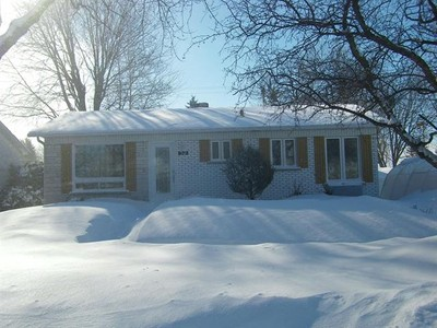 Bungalow for a-vendre at 32 Rue Devault  Repentigny, Quebec J6L 4L6 Canada