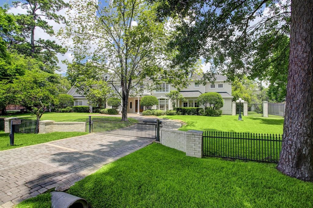 Single Family for Sale at 226 Piney Point Road Houston, Texas 77024 United States