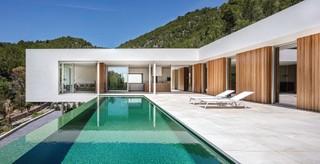 A white box home in Palma de Mallorca, nails indoor-outdoor synergy