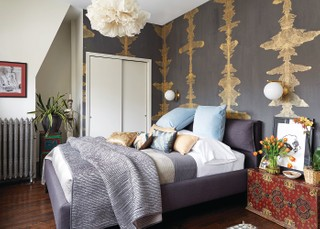 A warm-yet-chic bedroom by Laurie Blumenfeld-Russo