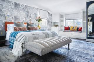 A bedroom by Peti Lau combines textures and colors