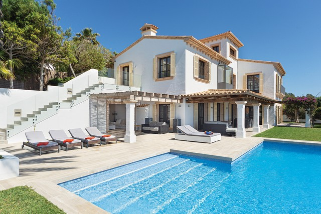 Set on a level piece of waterfront land, this villa in Mallorca has amazing views of the Mediterranean Sea. Having just been renovated, it combines traditional and modern styles and amenities