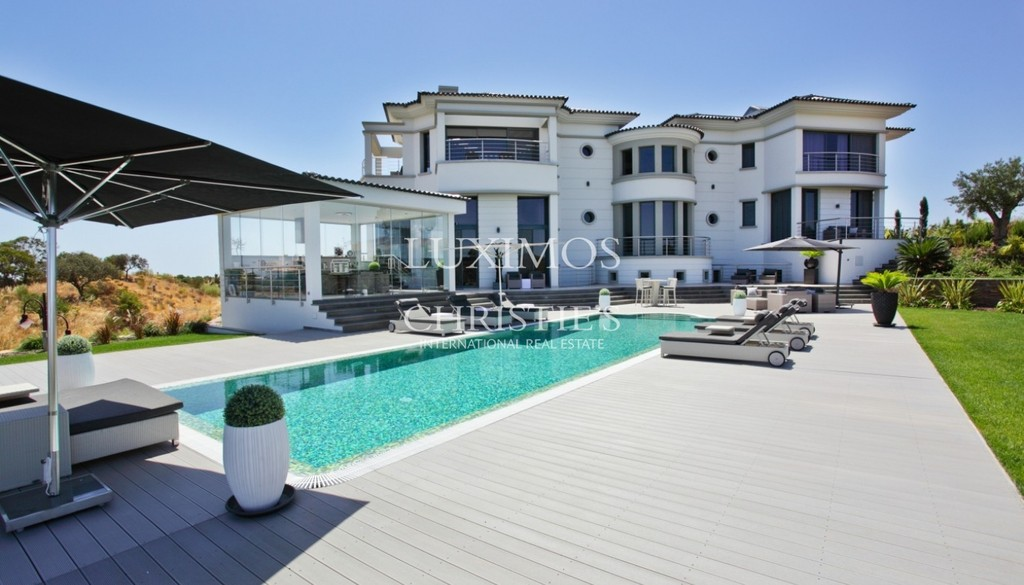 Villa/House- Monte Rei Golf & Country Club: a luxury home
