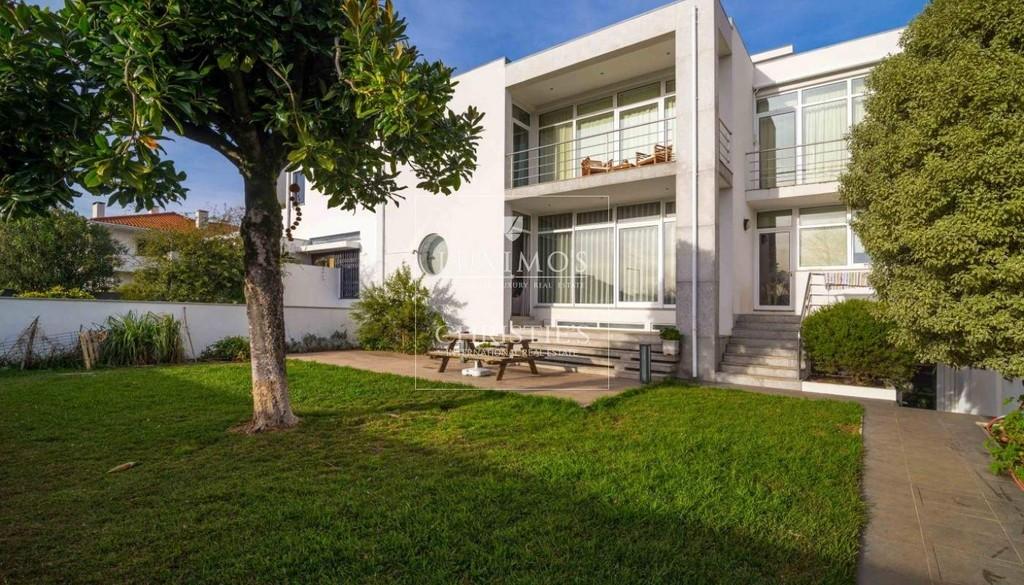 Maison moderne et de luxe à vendre, Matosinhos, Porto, Portugal: une maison  de luxe à à vendre à [Search location] - ID de Propriété: CS03002