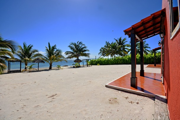 Beachfront Hemingway Retreat Carretera Mahahual Punta Herrero Majahual Quintana Roo Mexico Luxury Home For Sale