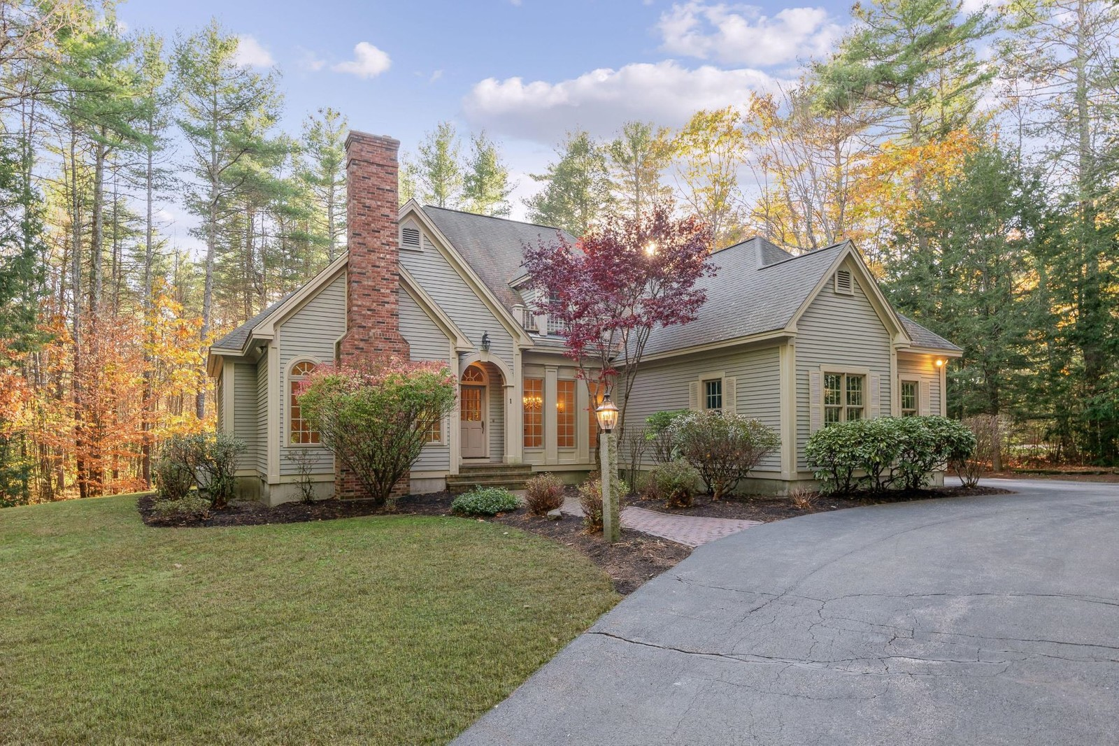 Single Family Homes for Sale at Falmouth, ME 04105