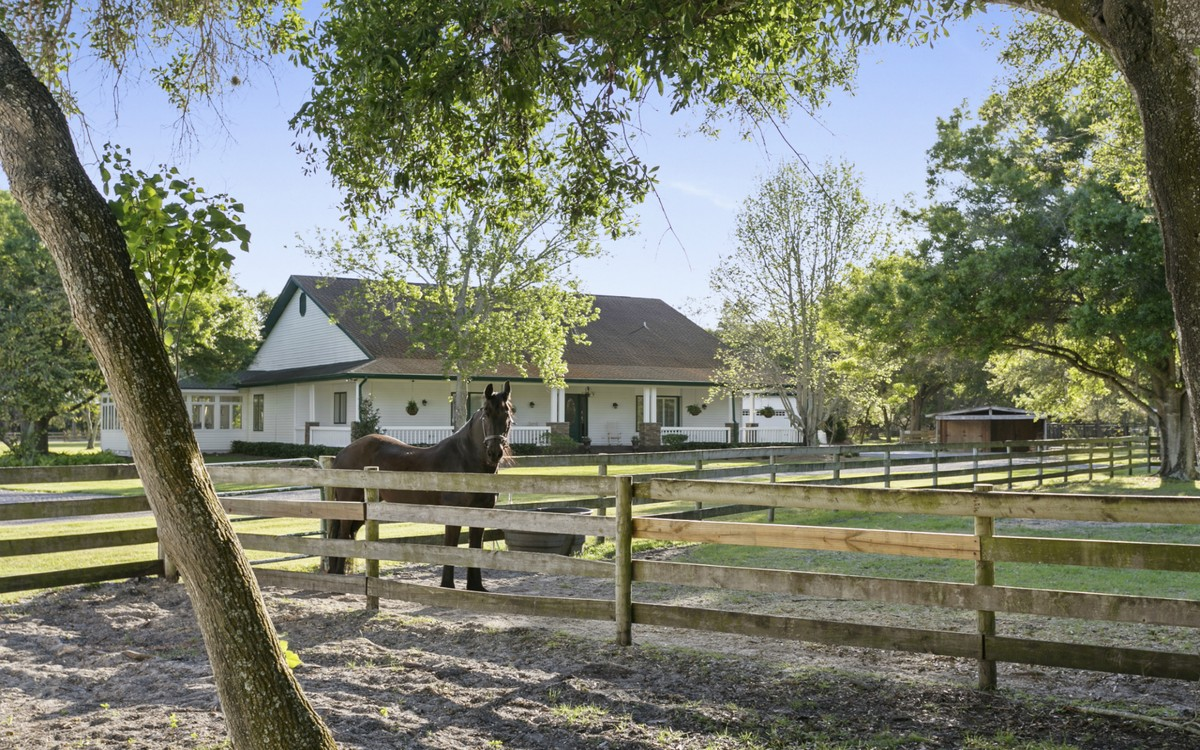 Horse Properties, Farms, Ranches and Equestrian Estates for Sale